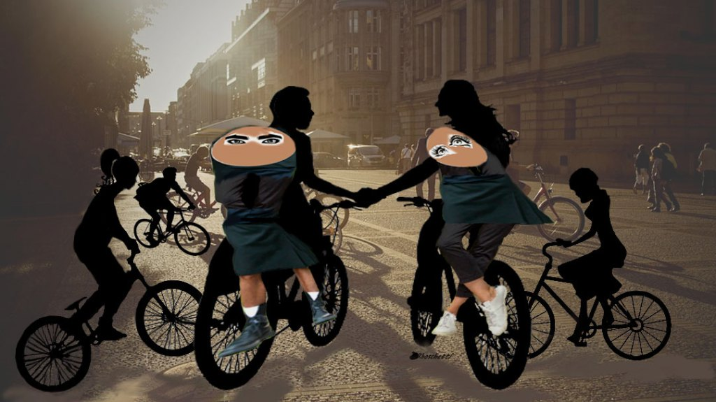 El ayuntamiento imparte clases a mujeres para montar bicicletas