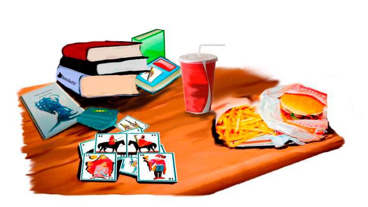 Sobre la mesa comida rápida, refresco y libros , entre ellos Malas decisiones. Extendidas las barajas españolas,
