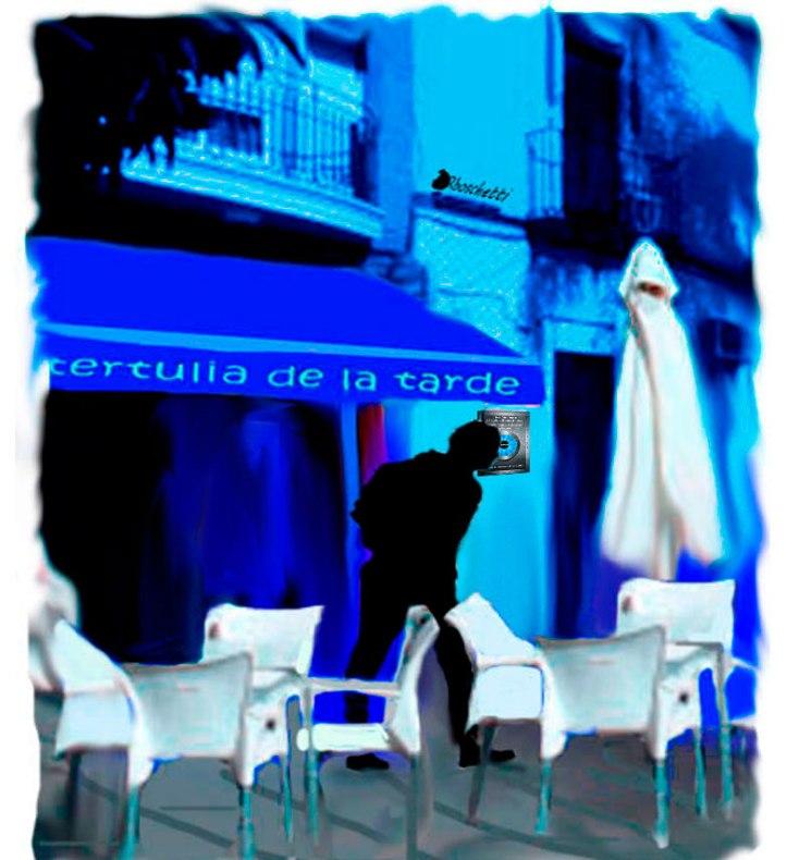 Saturnino Segundo (silueta) al salir del Café de la tertulia de la tarde.